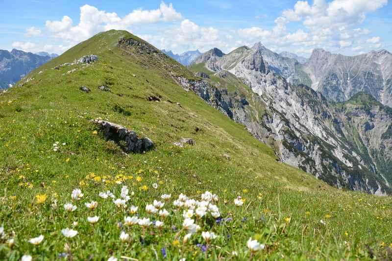 Oben auf dem Stanser Joch das Karwendel bewundern
