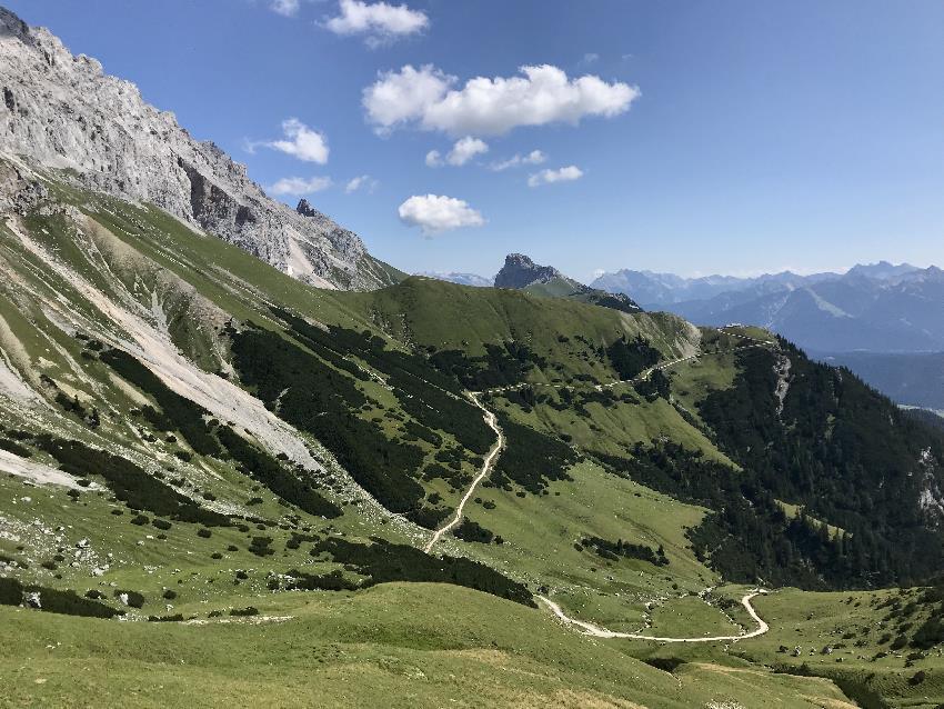 Steinernes Hüttl Idealeals Bike and Hike Tour - auf der Forstraße mountainbiken, auf dem Steig wandern
