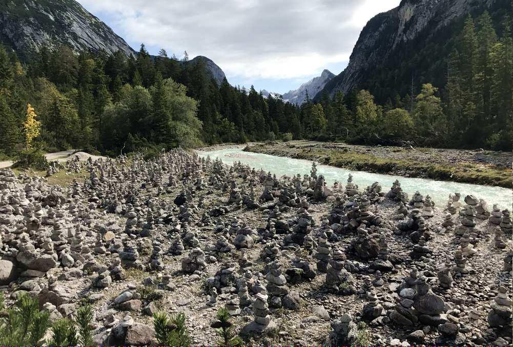 Sooo viele Steinmandln an einer Stelle! Ein gewaltiger Eindruck an der Isar.