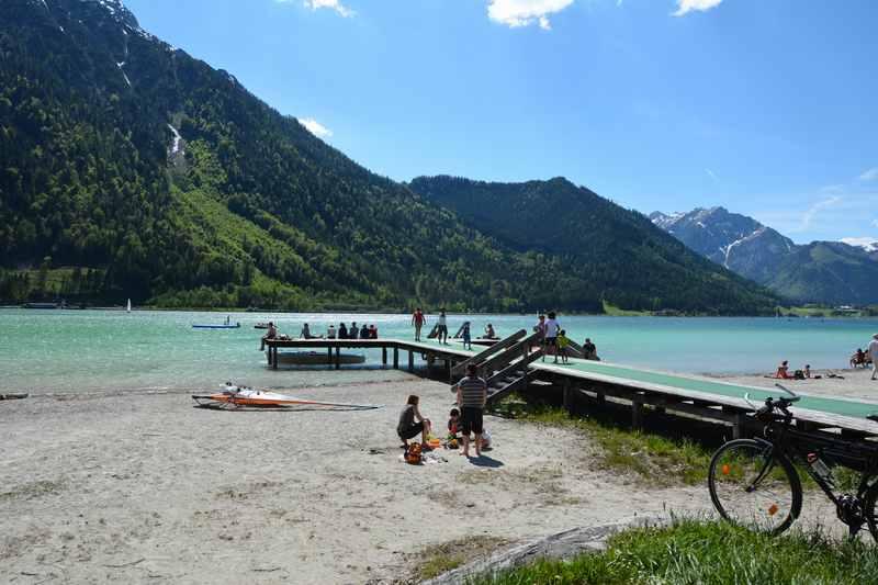 Das ist aktuell das Strandbad Buchau am Achensee - ein schöner Badeplatz in Tirol