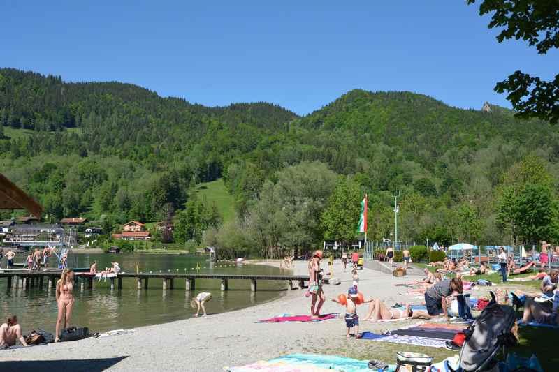 Hier das Strandbad am Tegernsee zum Baden in Rottach-Egern