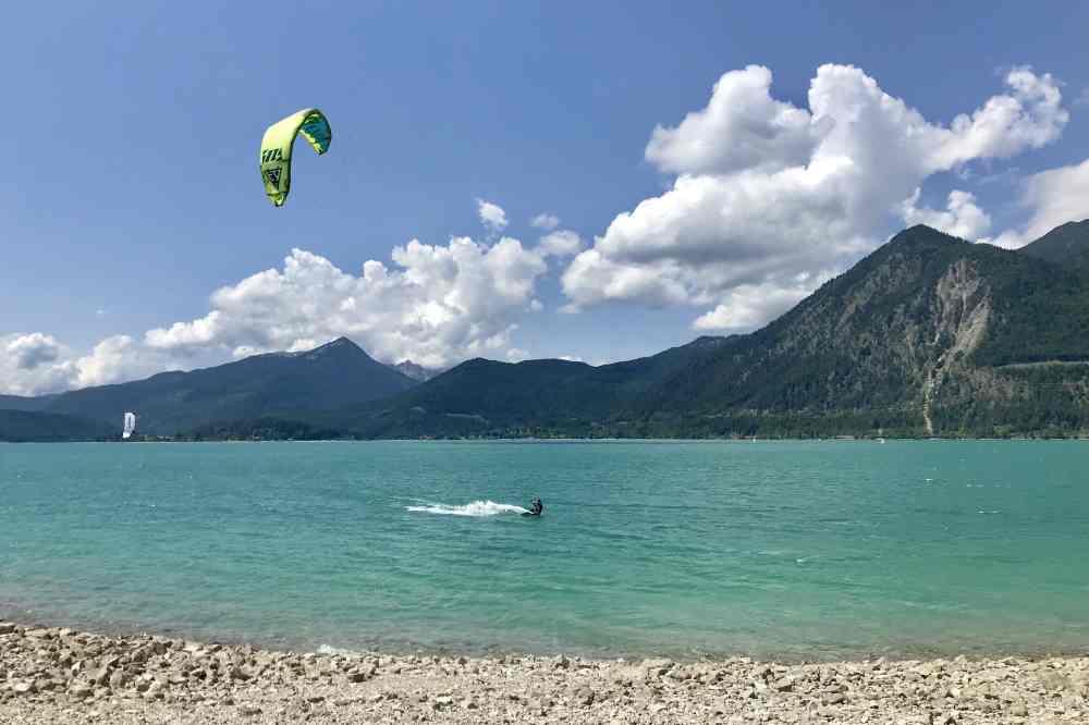 Türkisgrüner Walchensee - surfen, kiten und baden in der bayerischen Karibik