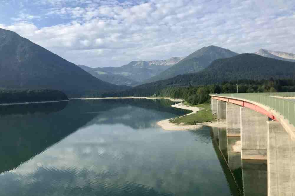 ... mit diesem Ausblick über See und Karwendel