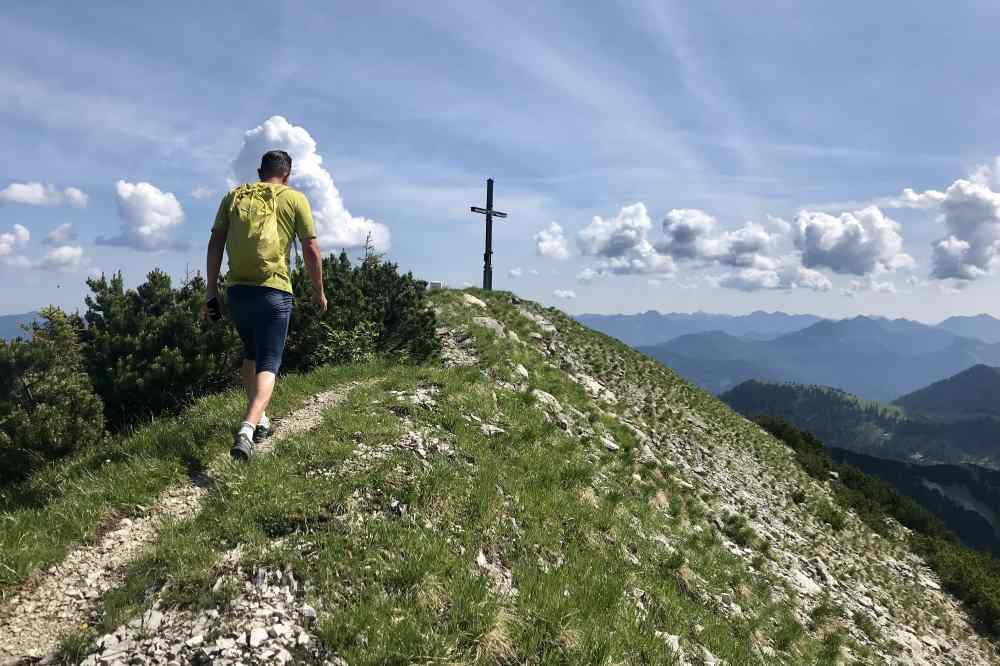 Am Sylvenstein zum Gipfel wandern
