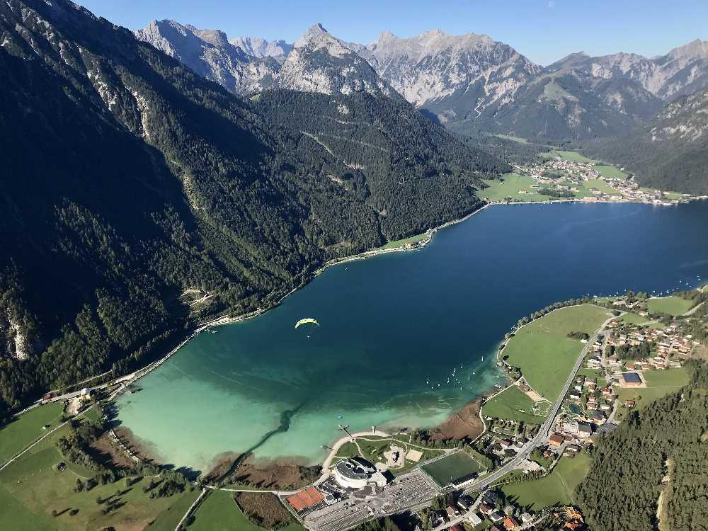 Tandemflug Achensee: Das ist der Blick beim Tandem Paradgliding vom Rofangebirge über den Achensee