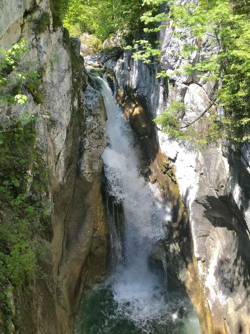 Tatzelwurm Wasserfälle - das ist der Obere, mit rund 10 Metern Fallhöhe