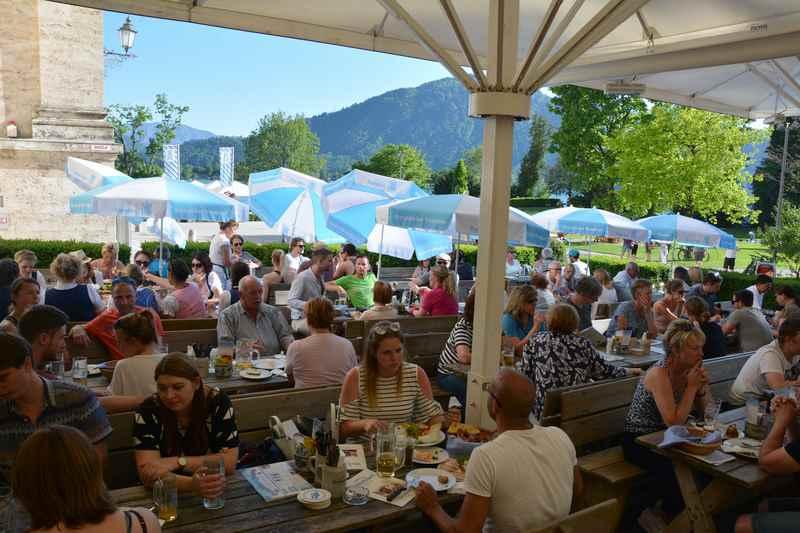 Im Sommer ist der Biergarten des Bräustüberls am Kloster ein guter Ort, um das Tegernseer Bier zu probieren
