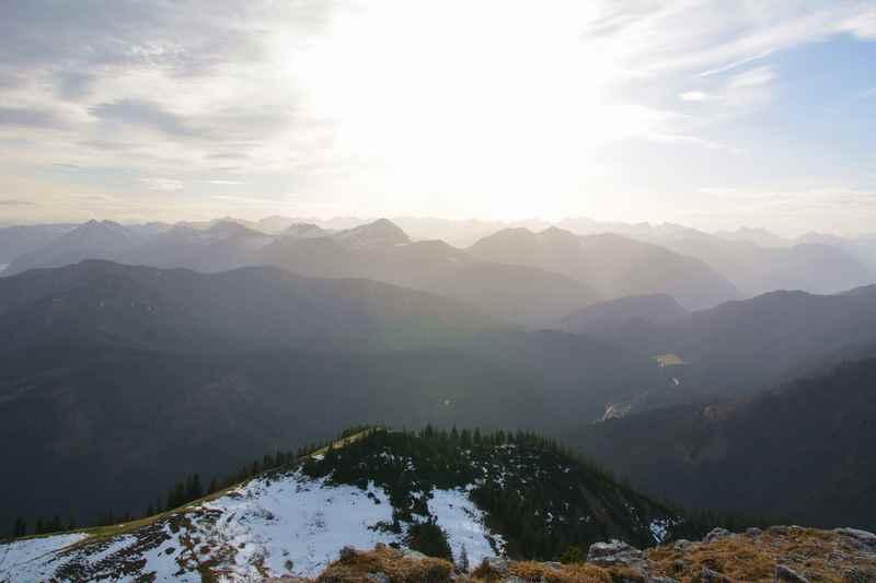 Das ist der Ausblick bei der Tegernseer Hütte in Richtung Karwendel