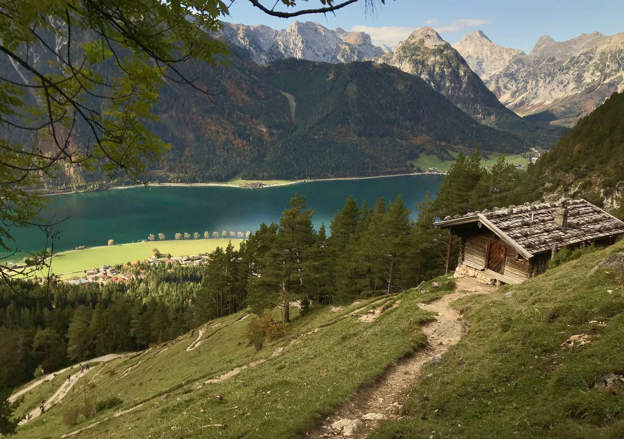 Almwanderung zur urigen Dalfazalm - mit Blick auf See und Karwendel