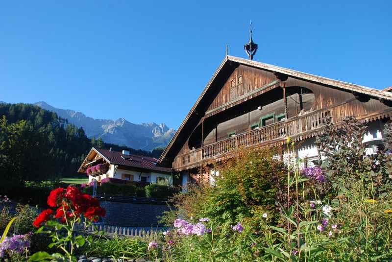 Vom schönen Ortskern in Terfens mountainbiken ins Karwendel