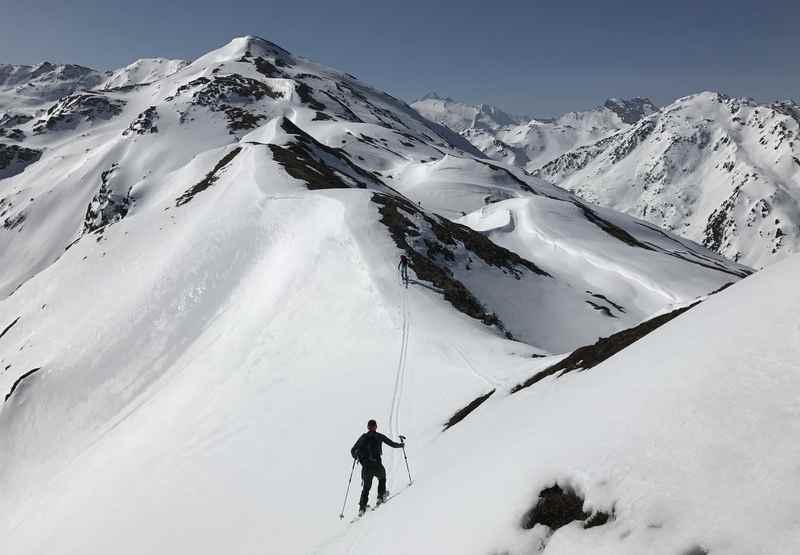 Mit den nächsten Gipfeln vor Augen starten wir am Hohen Kopf