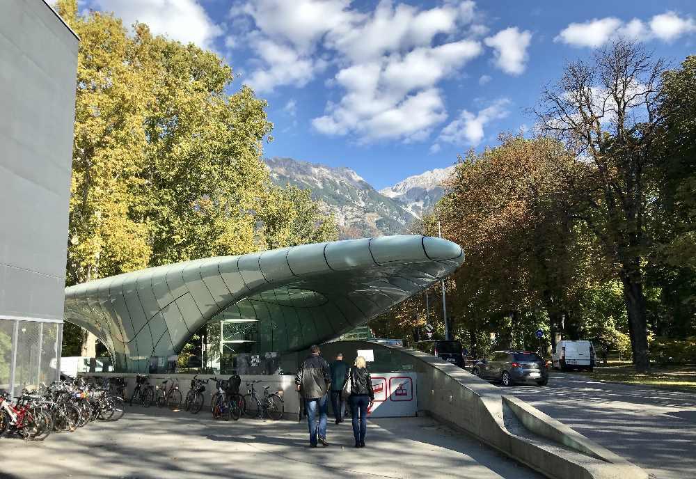 Die Talstation der Hungerburgbahn in Innsbruck - ein Kunstwerk mit einem Zweck