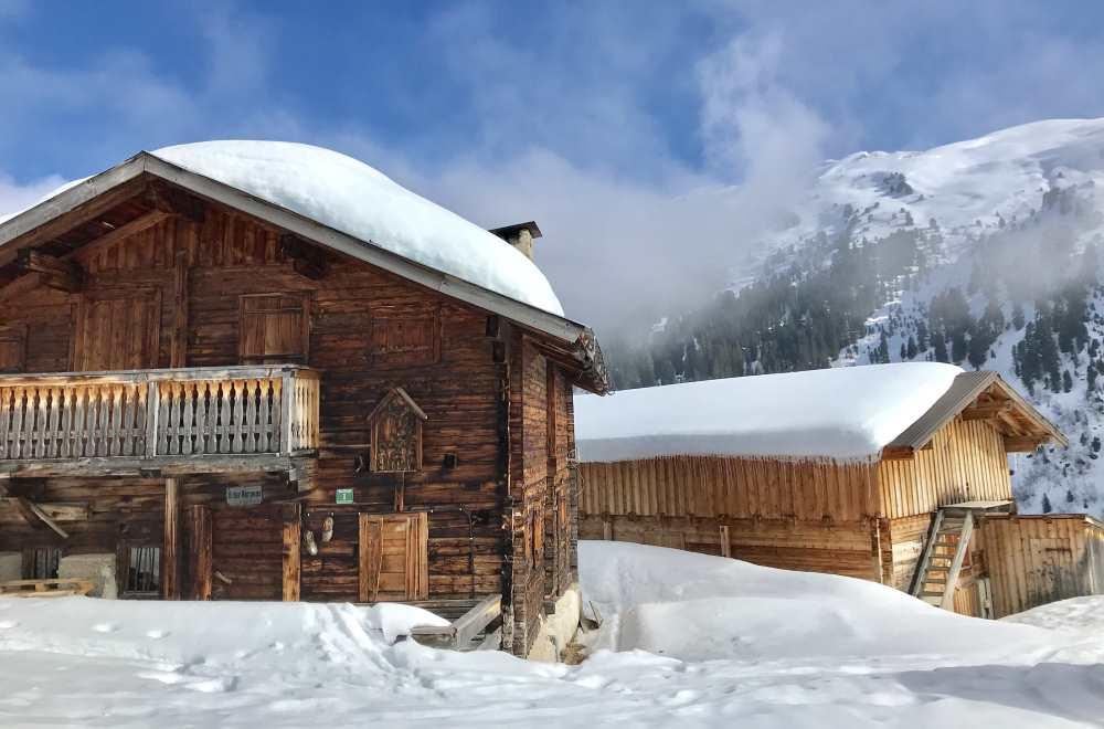So schauen die Holzhütten bei der Nurpensalm aus - seit Jahrhunderten trotzt das Holz dem Wetter am Berg.