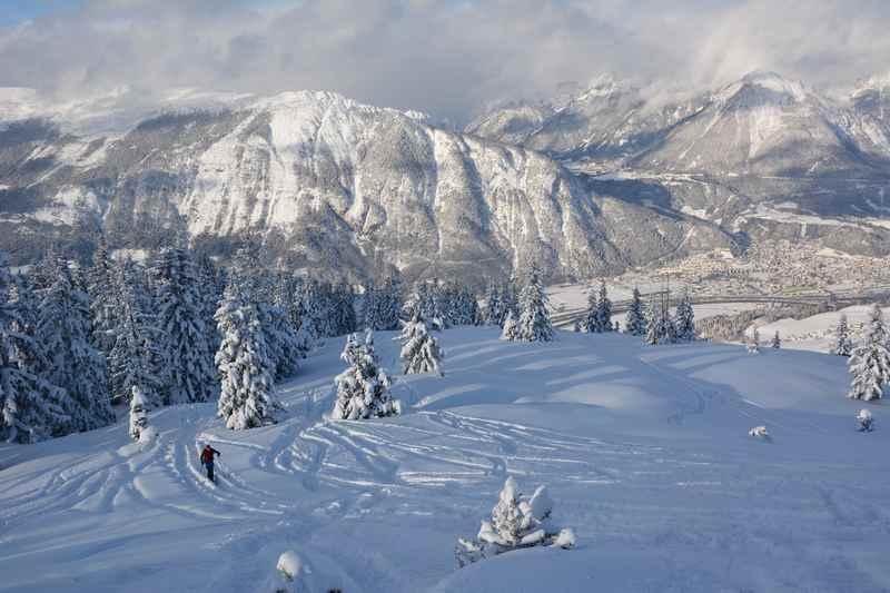 Schöne Skitour über dem Inntal mit Blick auf das Karwendel und Rofan
