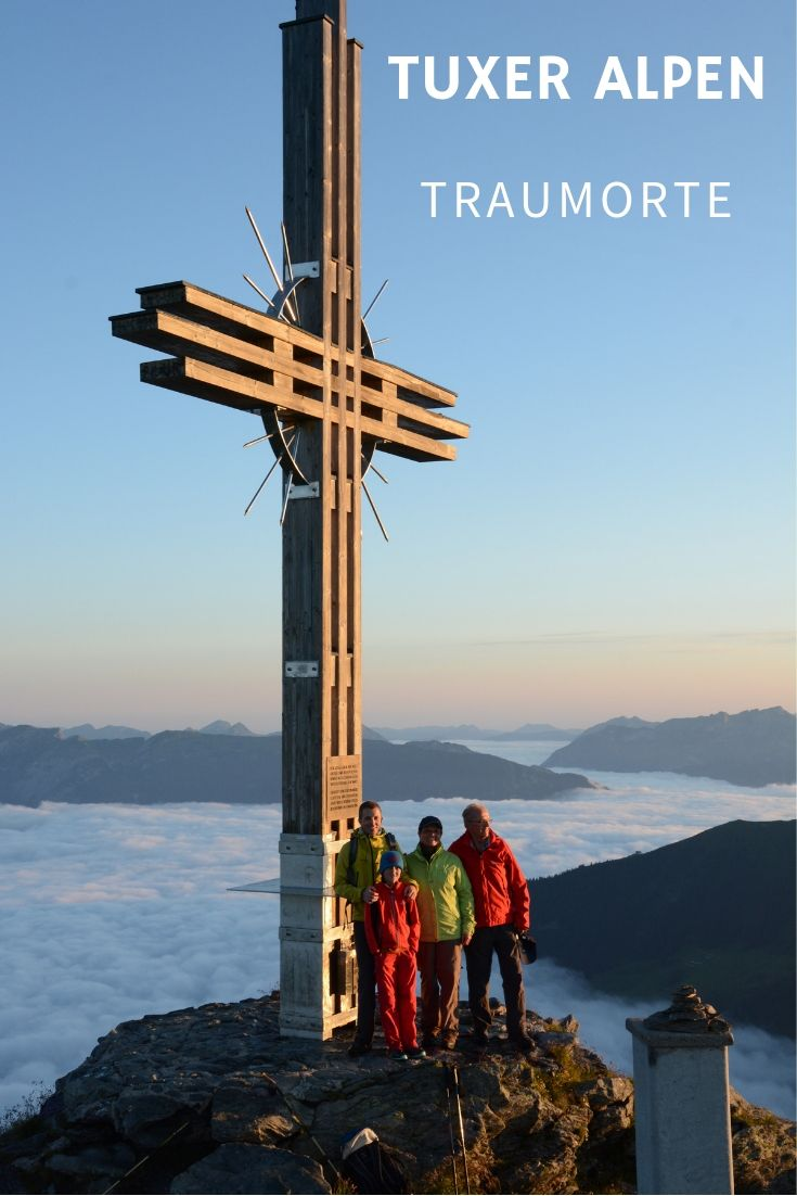 Sonnenaufgang in den Tuxer Alpen in Tirol, das Panorama mit dem Karwendel hat eine eigene Stimmung!