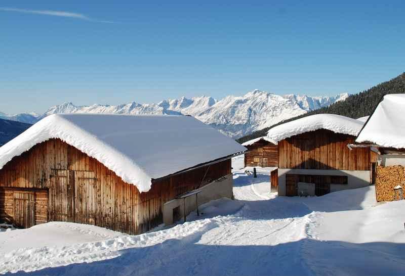 Das Almdorf der Nonsalm - in den Tuxer Alpen schneeschuhwandern, wunderbarer Ausblick ins Karwendel
