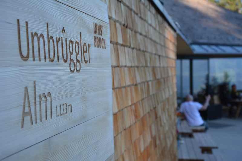 Das ist die moderne Umbrüggler Alm auf der Hungerburg im Karwendel