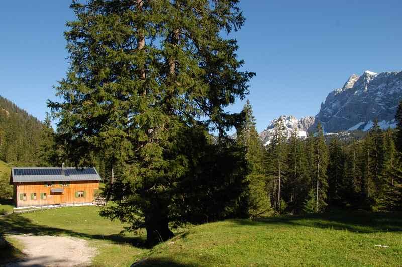 Die Krinner Kofler Hütte bei der Fereinalm im Karwendel