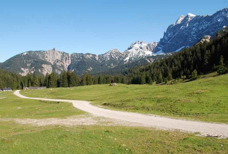Die letzten Meter beim zur Vereiner Alm beim mountainbiken in Mittenwald