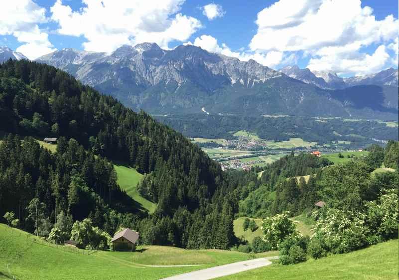 Volderwildbad wandern in den Tuxer Alpen mit Blick auf das Karwendel