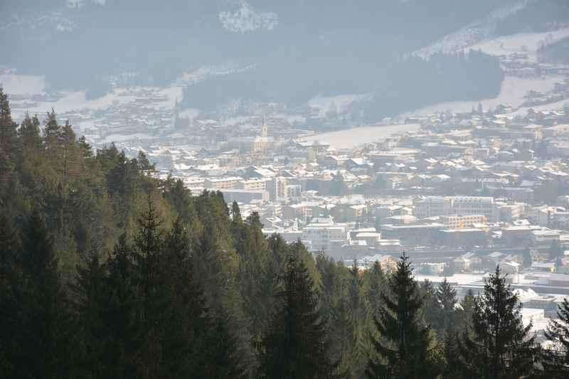 In Vomp rodeln und von der Rodelbahn im Karwendel nach Schwaz schauen