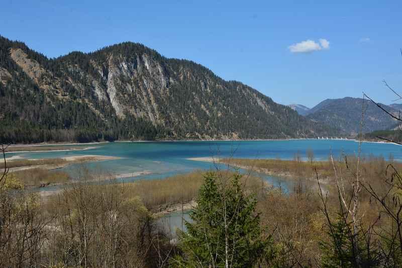Von Vorderiß bis zur Mündung der Isar wandern: Der Sylvensteinsee ist ein tolles Wanderziel