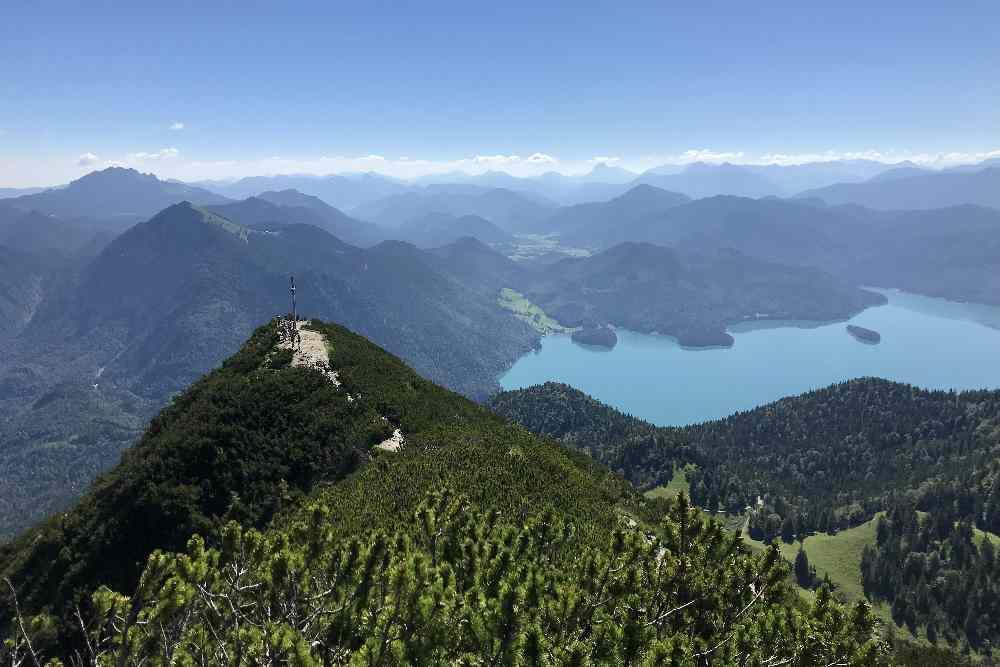 Der Blick vom Herzogstand auf den Walchensee - eine aussichtsreiche Wanderung!