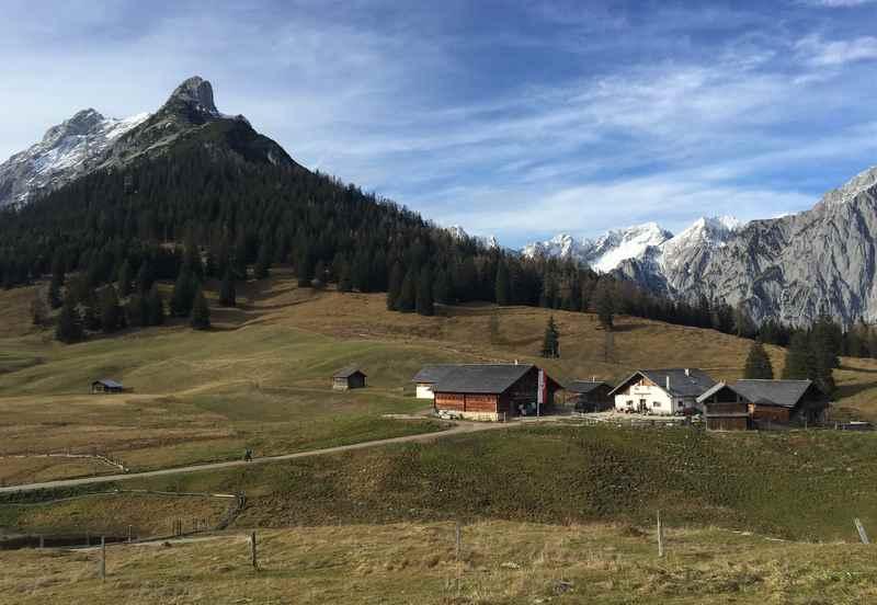 Die Walderalm oberhalb von Gnadenwald im Karwendel