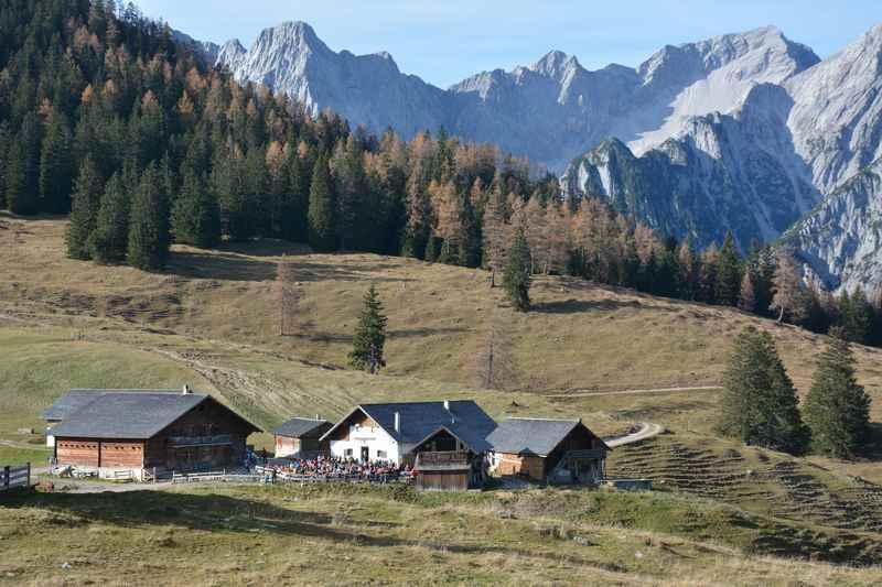 Eine wunderschöne Almwanderung zur Walderalm bei Hall in Tirol, Karwendel