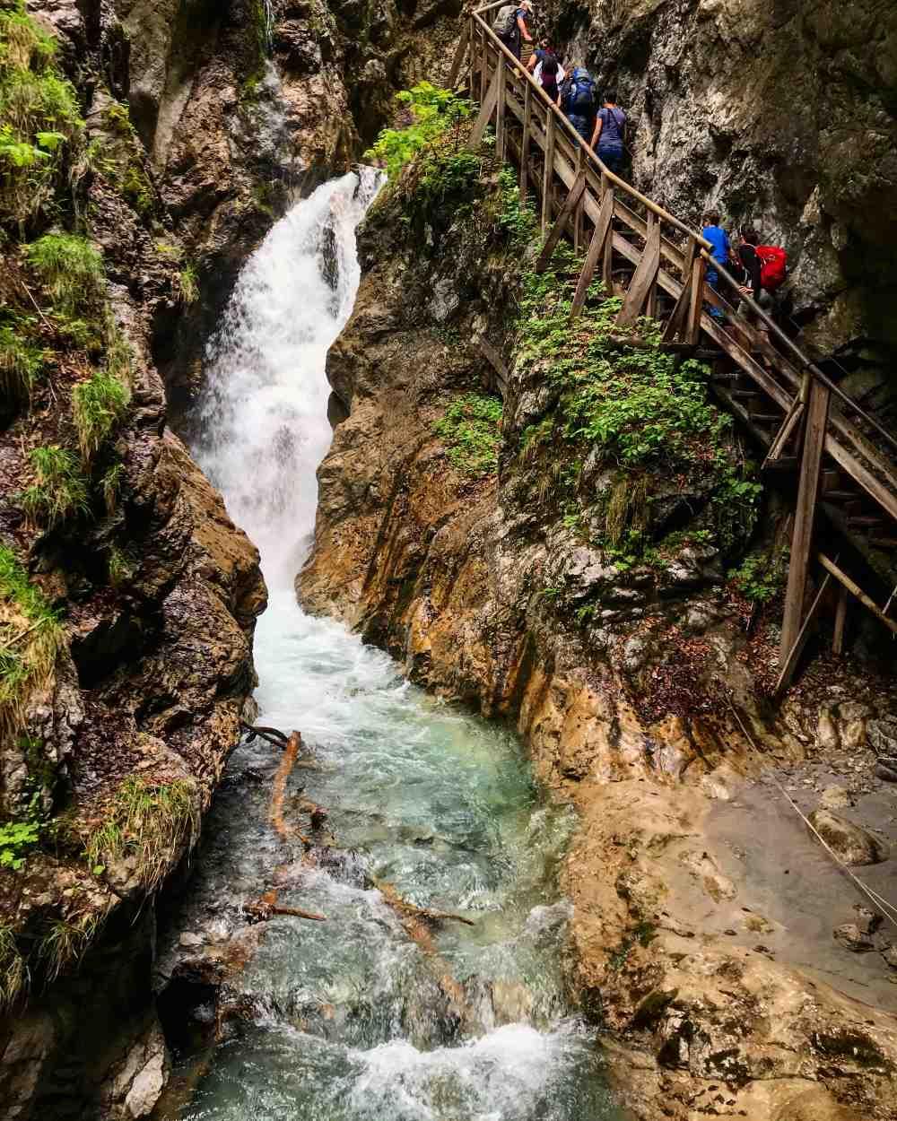 Die schönsten Wasserfälle Tirol - durch die Wolfsklamm wandern im Karwendel