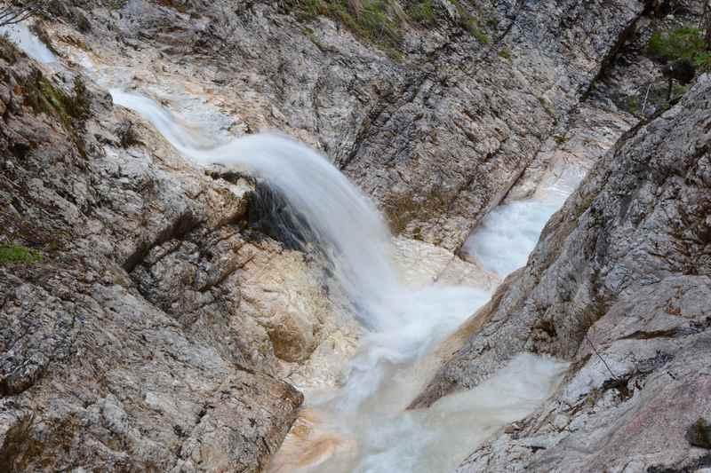 Wunderschöne Wasserfälle bereichen die Klamm in Gallzein