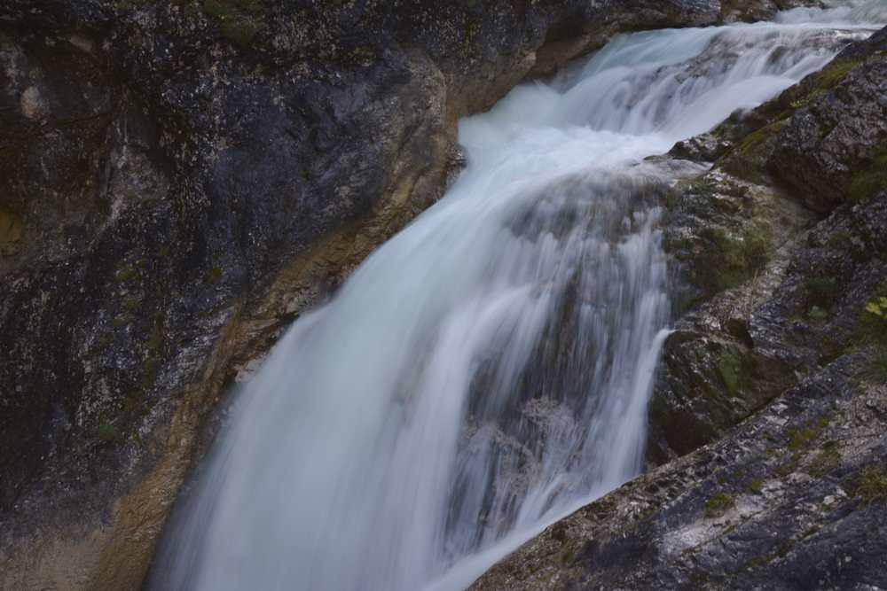 Richtig laut wird es beim großen Wasserfall in der Gleirschklamm, eingehüllt vom Wassernebel