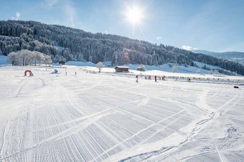 Die breite Skiweise beim Schwannerlift, dem Skigebiet im Ort Weerberg