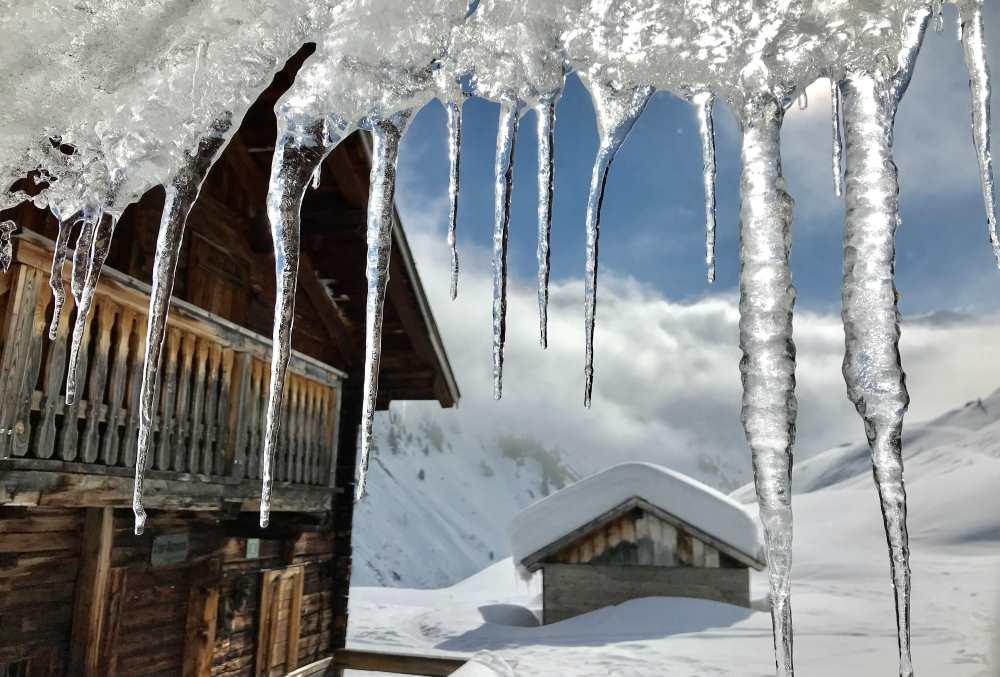 Traumhafte Winterkulisse auf der Nurpensalm in den Tuxer Alpen