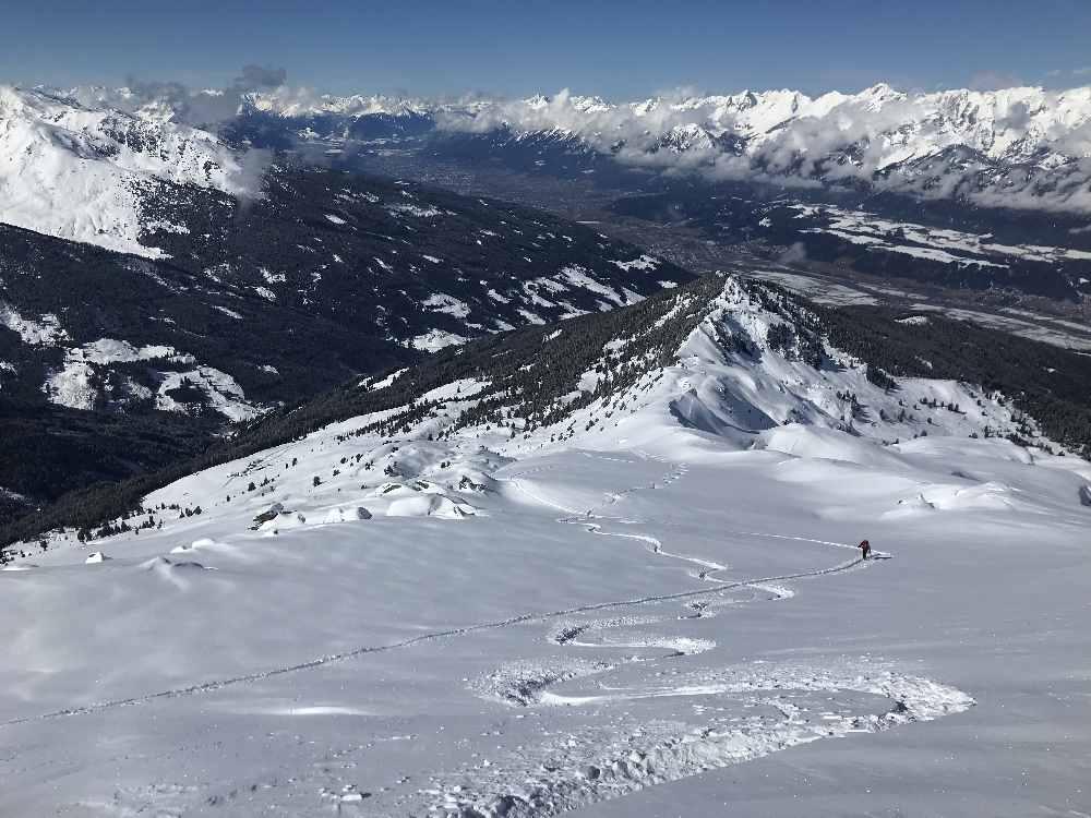 Der Ausblick am Gilfert in Weerberg über das Inntal auf das Karwendelgebirge