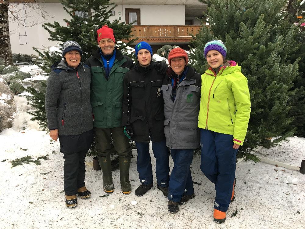 Die Familie Sponring pflegt das ganze Jahr die Baumkulturen, damit wir an Weihnachten einen schönen Christbaum haben