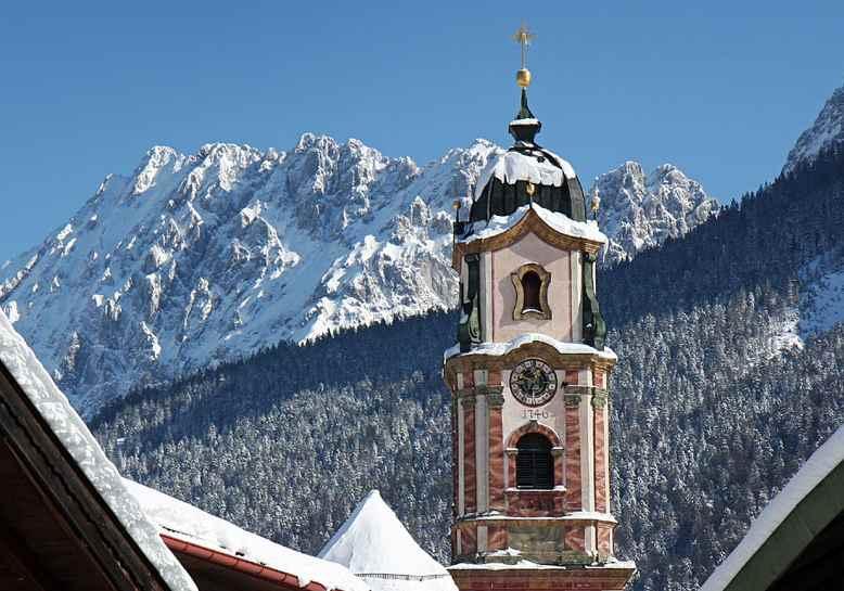 Besonders schön ist der Besuch des Weihnachtsmarkt Mittenwald in Bayern, wenn es im Karwendel frisch geschneit hat, Bild: Alpenwelt Karwendel