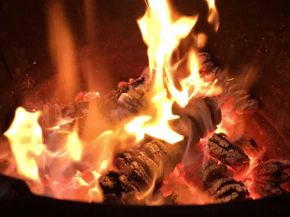 Den Weihnachtsmarkt in Schwaz oder in einer der Gemeinden rund um Schwaz besuchen und am Feuer aufwärmen
