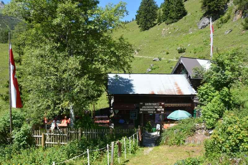 Die rustikale Weissenbachhütte im Karwendel, nahe dem Achensee