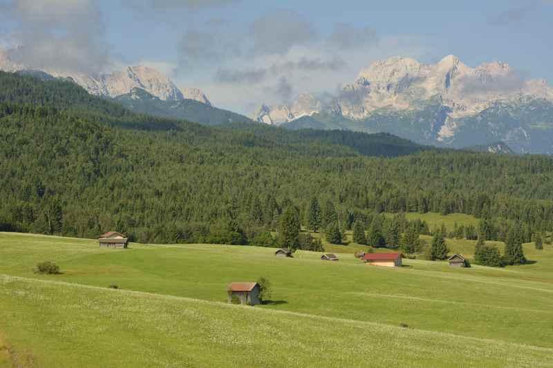 Auf der anderen Seite ist das einladende Wettersteingebirge