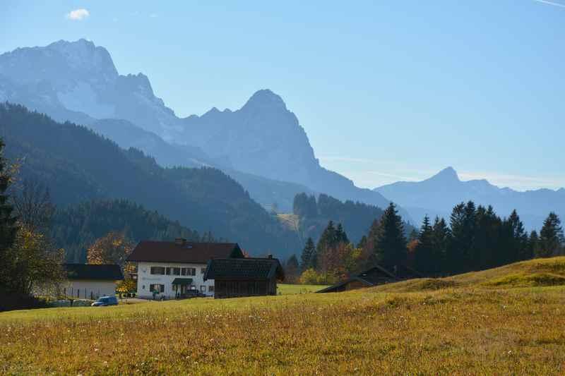 Im Wettersteingebirge wandern bei Mittenwald im Isartal