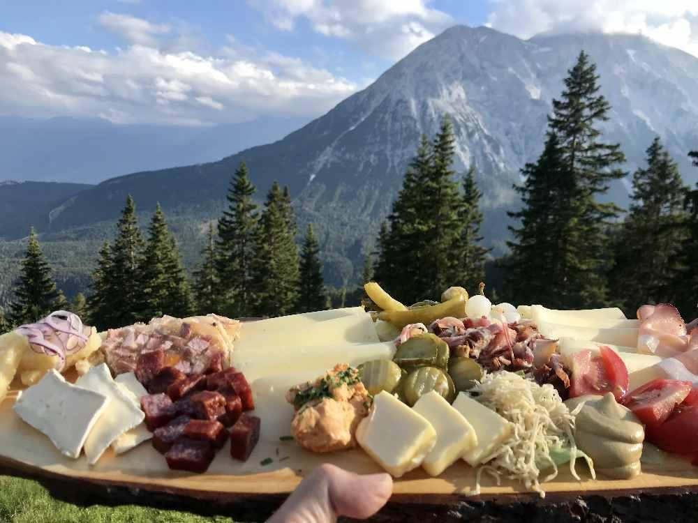 Super Essen auf der Hütte, mit diesem Ausblick!