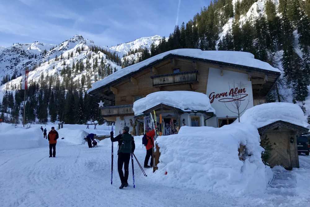 So schön ist der Winter auf der Gernalm - meterhoch der Schnee.