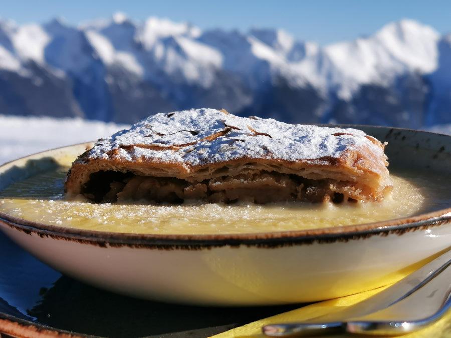 Winter Hütte mit Apfelstrudel - ich habe den Blick zum Karwendel im Cafe 2064 genossen
