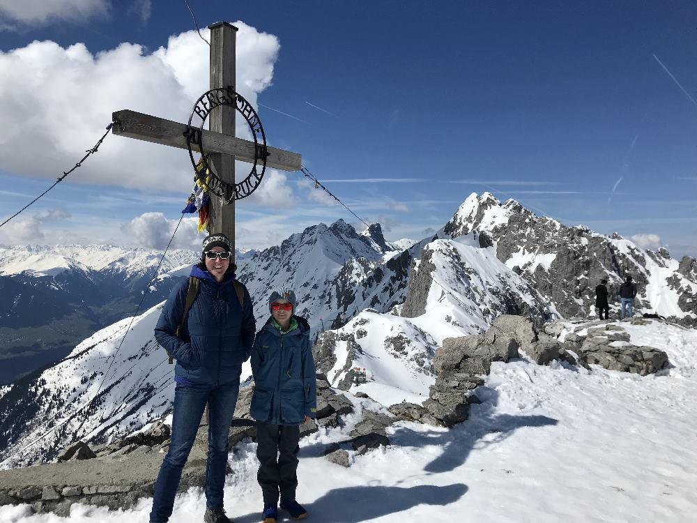 Winter Innsbruck wandern - leicht, aussichtsreich und mit Gipfelkreuz am Hafelekar