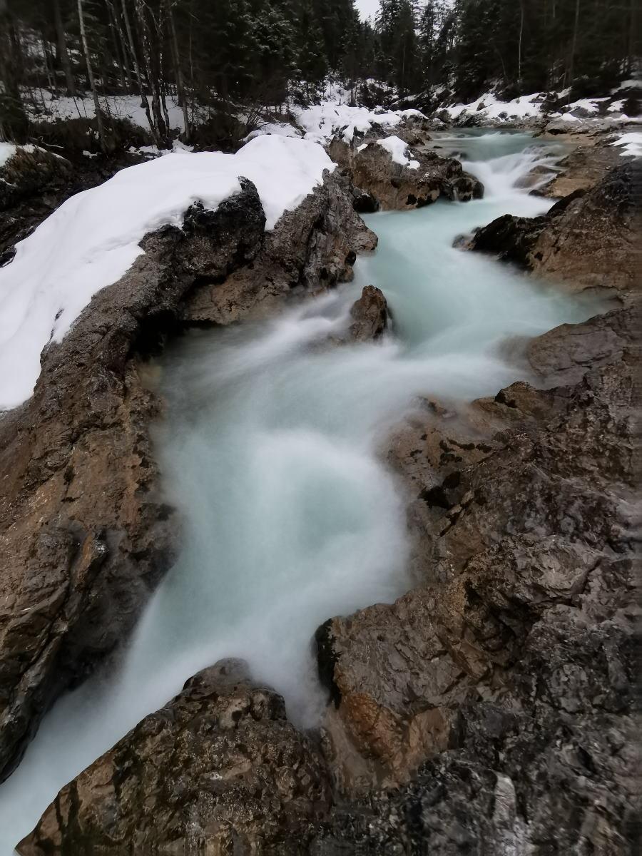 Auch das ist Winter im Karwendelgebirge - Staunend winterwandern am wilden Wasser