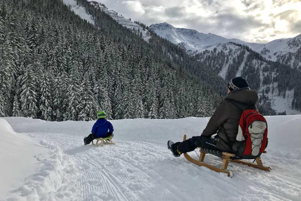 Rodeln mit Kindern im Karwendel - ein Wintervergnügen für die ganze Familie