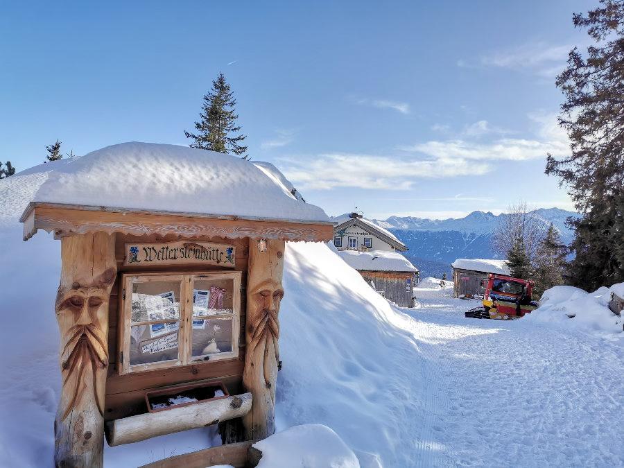Höchster Punkt der Schneewanderung: Die verschneite Wettersteinhütte