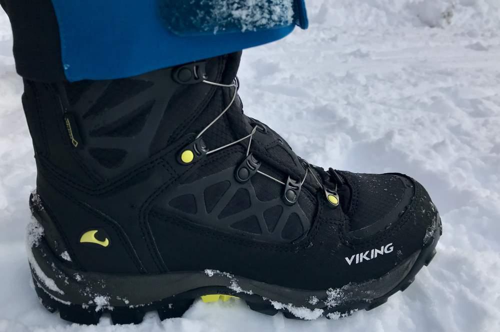 Schneeschuhwandern Ausrüstung - es gehören auch sehr gut Schuhe für Schneeschuhe dazu. Ich nehme den Viking Boa GTX, den perfekt gefütterten Winterschuh.