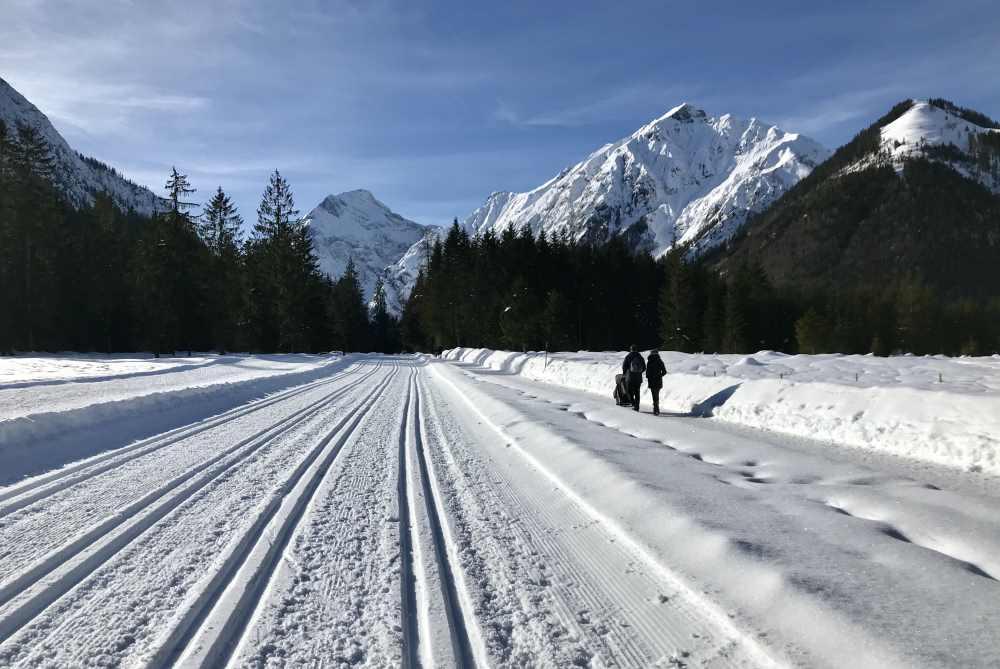Die Karwendeltäler im Winter sind beliebt zum Langlaufen am Achensee in Tirol